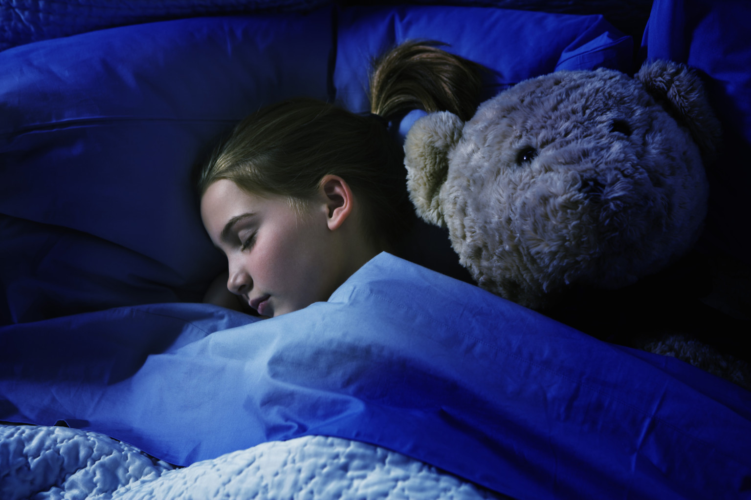 sleep and children For children ages 2 to 5, limit screen time to one hour a day of high-quality programming as your child grows, a one-size-fits-all approach doesn't work as well you'll need to decide how much media to let your child use each day and what types of media are appropriate.